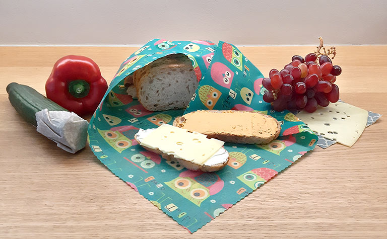 Großes-Tuch-mit-Brot